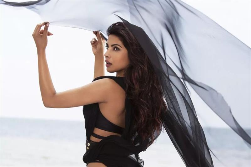 这个性感的印度小姐姐 单挑整了个好莱坞!